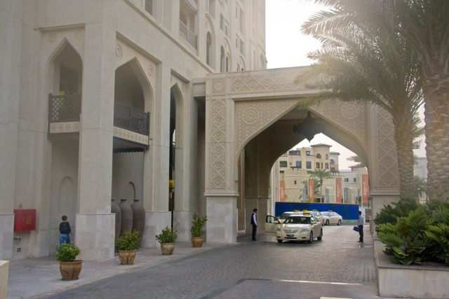 Dubai Al Manzil Hotel Entrance