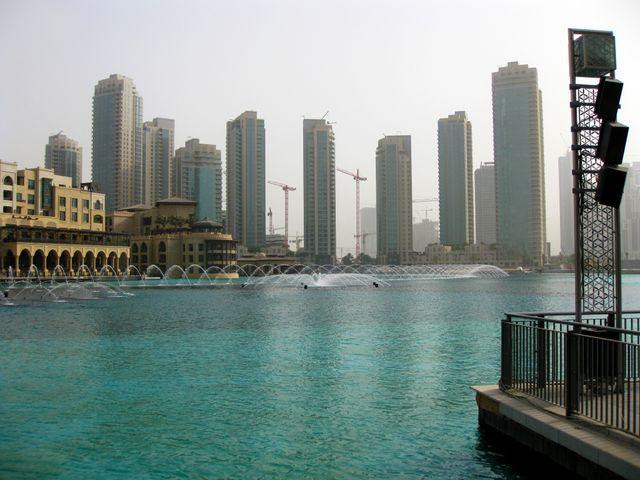 Dubai The Build Goes On